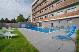 ea-hotel-kraskov-bazen-venkovni-den-4-.jpg